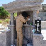 田場家様のお墓の彫刻工事の風景
