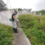 沖縄市の吉濱様の草刈風景