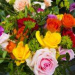 お墓参りでお供えするお花はどのように決めればいいのか?避けたいポイントなども解説!