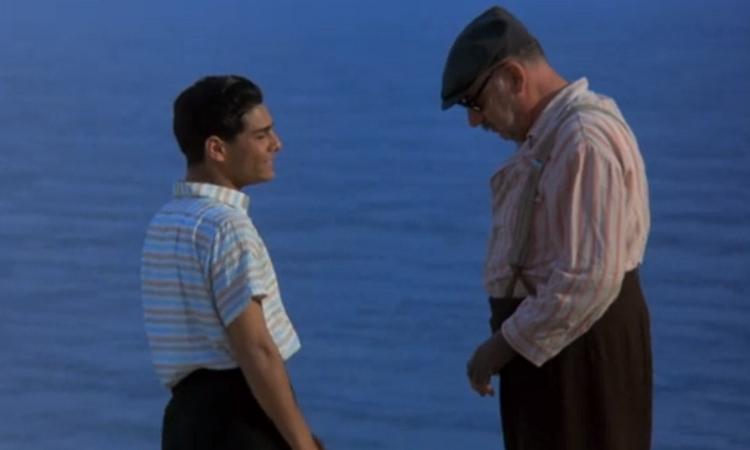 海辺で2人で話す