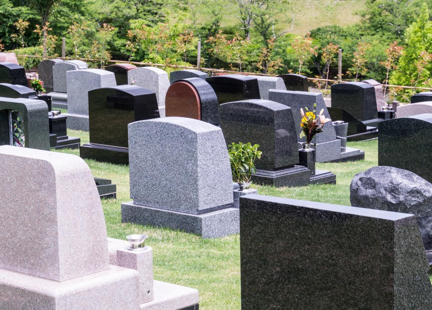 お墓のデザインに流行はあるの?使用できる石材や注文方法も解説   市川市の霊園・お墓・墓地・墓石の事は和泉家石材店へ